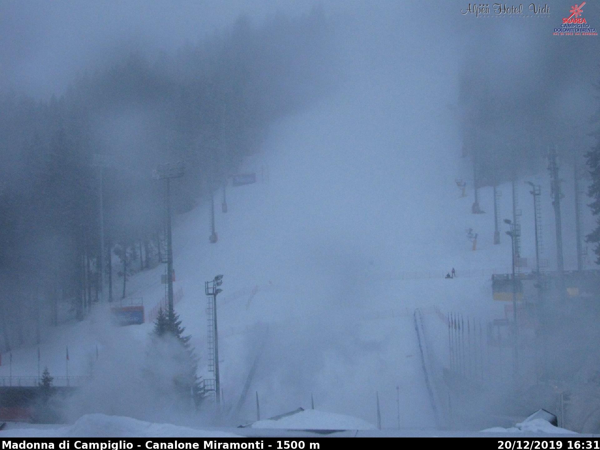 Forte nevicata in corso sulla Skiarea CampiglioPinzolo