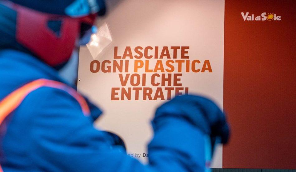 """""""Lasciate ogni plastica, o voi che entrate"""". Bando di tutti i prodotti plastici nella Skiarea Pejo"""