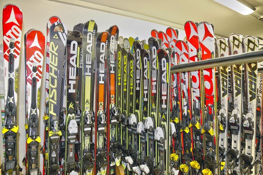 Ladri di sci a Campiglio: denunciati tre giovani bresciani