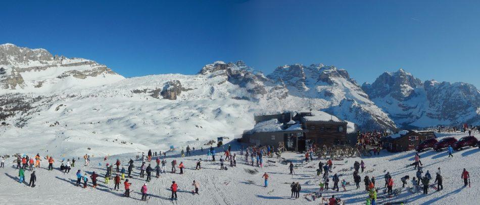 Nonostante l'allarme, tanti sciatori festeggiano il Carnevale Ambrosiano sulle piste della Skiarea Campiglio