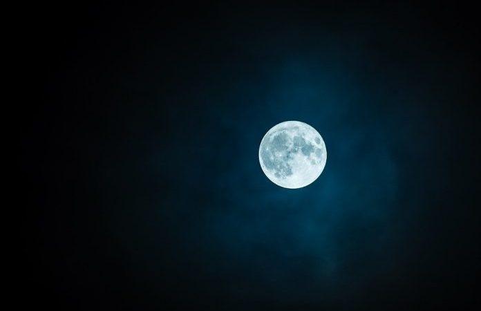 Che spettacolo la luna piena in montagna con la neve! Gli amanti dello sci alpinismo staranno già scalpitando…