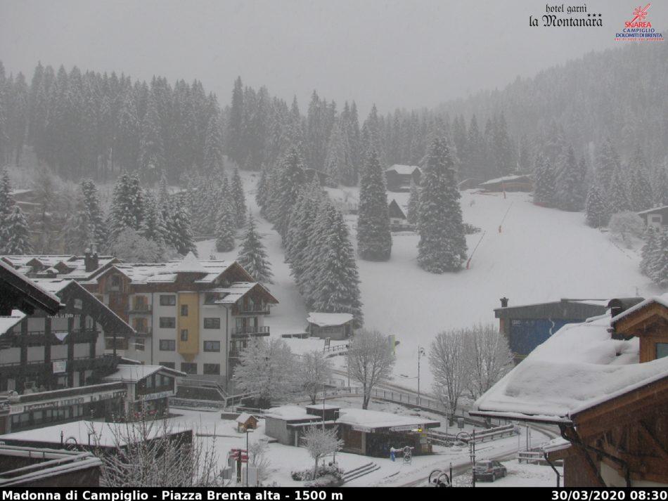 A Madonna di Campiglio sta nevicando moltissimo: un paesaggio da favola!