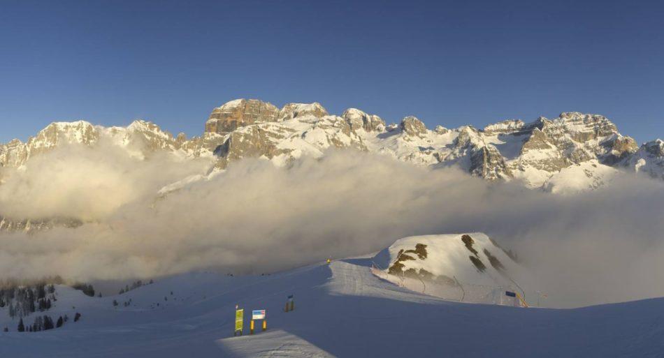 Queste immagini di struggente bellezza catturate dalle webcam della skiarea Campiglio spero possano servire ad allietare…