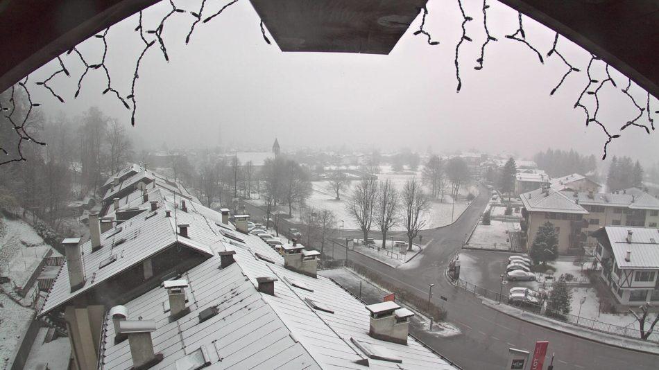 Nevicata in corso a Pinzolo e sulla skiarea Campiglio