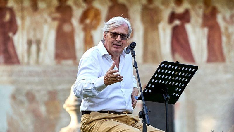 Vittorio Sgarbi a Pinzolo: dalla Danza macabra al lockdown, dai Baschenis alla storia dell'arte italiana