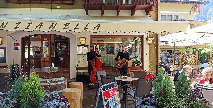 Sabato 1 agosto ore 10 - Musica dal vivo al bar Genzianella
