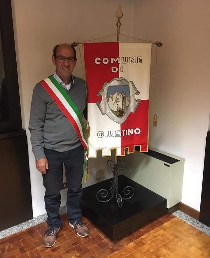 A un anno dall'elezione, chieste le dimissioni del sindaco di Giustino.  Daniele Maestranzi, secondo la minoranza, si è rivelato assolutamente inadeguato a rivestire la carica