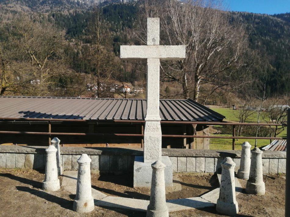 La croce in granito