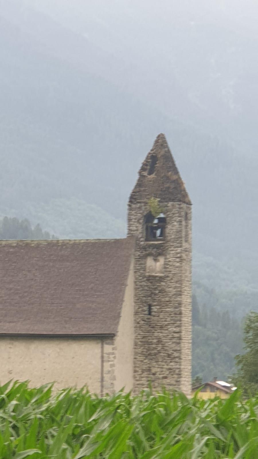 Il campanile danneggiato