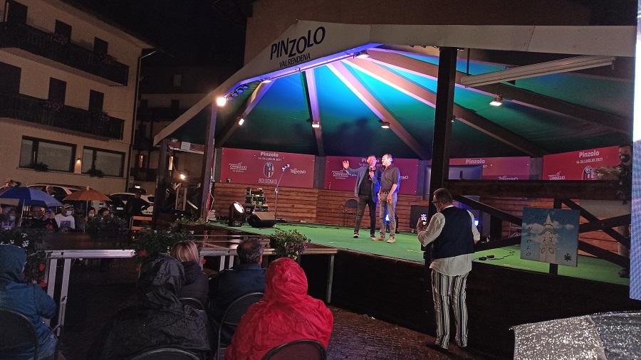 Giuseppe Giacobazzi sul palco di piazza Carera