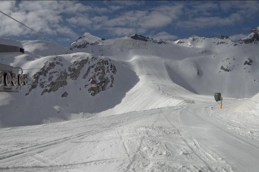 Iniziata la posa dei teli protettivi sul ghiacciaio Presena