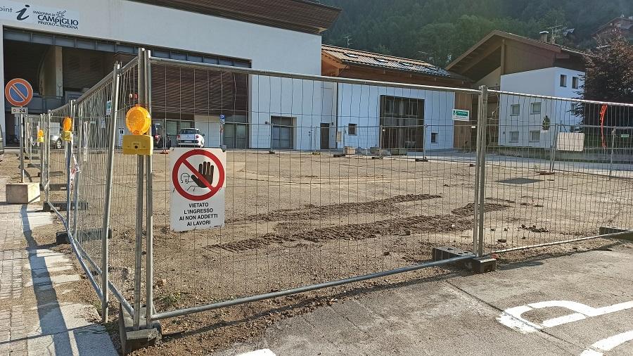 Spianata l'area ex-casa Cacam in centro a Pinzolo