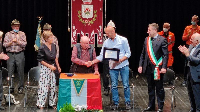 Consegnata a Silvio Mondinelli la 50esima Targa d'argento del Premio di Solidarietà Alpina